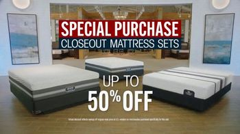Rooms to Go Mattress Month TV Spot, 'Special Purchase Closeout' Featuring Jesse Palmer - Thumbnail 6