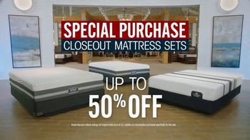 Rooms to Go Mattress Month TV Spot, 'Special Purchase Closeout' Featuring Jesse Palmer - Thumbnail 7