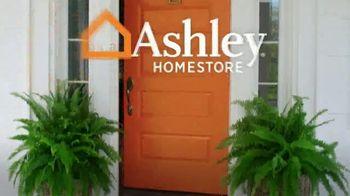 Ashley HomeStore Stars and Stripes Sale TV Spot, 'Final Days: 25 Percent Off' - Thumbnail 8