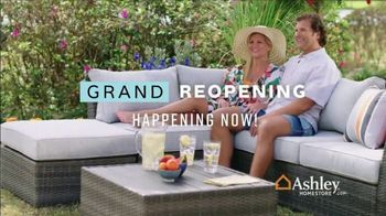 Ashley HomeStore Grand Reopening Event TV Spot, 'Living Room, Dining Room and Bedroom' - Thumbnail 9