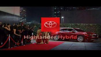 Toyota Highlander Hybrid TV Spot, 'Red Carpet' [T1] - Thumbnail 10