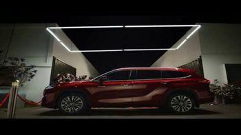 Toyota Highlander Hybrid TV Spot, 'Red Carpet' [T1] - Thumbnail 7