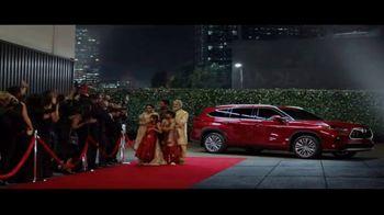 Toyota Highlander Hybrid TV Spot, 'Red Carpet' [T1] - Thumbnail 9