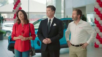 Toyota TV Spot, 'Rose Ceremony' [T2] - Thumbnail 6