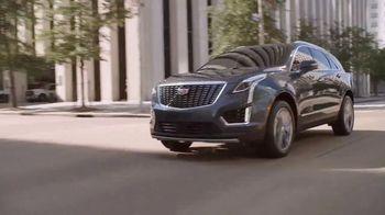 Cadillac TV Spot, 'Hecho para el verano: nueva línea' canción de DJ Shadow, Run the Jewels [Spanish] [T1] - Thumbnail 6