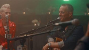O'Charley's Songwriters Café Fundraiser Series TV Spot, 'Thompson Square' - Thumbnail 6