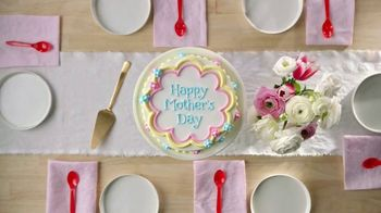 Dairy Queen Cakes TV Spot, 'The Mother of All Mother's Day Treats' - Thumbnail 1