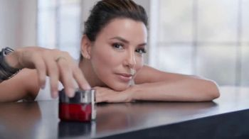 L'Oreal Paris Revitalift Triple Power Moisturizer TV Spot, 'Don't Settle' Featuring Eva Longoria