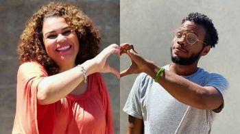 Target TV Spot, 'Nuestro corazón es de mamá' con Bobby Berk [Spanish] - Thumbnail 8