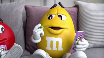 Fudge Brownie M&M's TV Spot, 'Genius' [Spanish] - Thumbnail 2