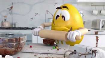 Fudge Brownie M&M's TV Spot, 'Genius' [Spanish] - Thumbnail 5
