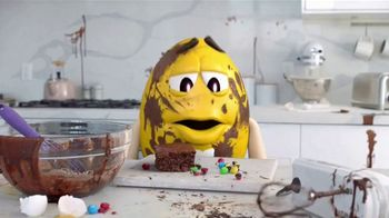 Fudge Brownie M&M's TV Spot, 'Genius' [Spanish] - Thumbnail 7