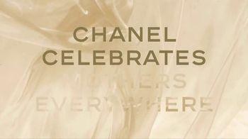 Chanel Gabrielle Essence TV Spot, 'Día de la madre' con Margot Robbie, canción de Beyoncé [Spanish] - Thumbnail 1