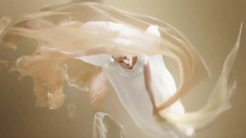 Chanel Gabrielle Essence TV Spot, 'Día de la madre' con Margot Robbie, canción de Beyoncé [Spanish] - Thumbnail 2