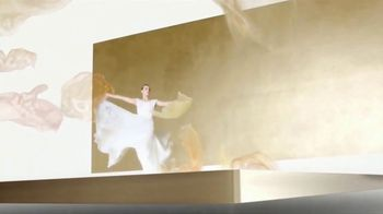 Chanel Gabrielle Essence TV Spot, 'Día de la madre' con Margot Robbie, canción de Beyoncé [Spanish] - Thumbnail 3