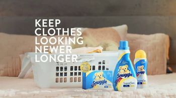 Snuggle SuperCare TV Spot, 'Looking Newer for a Long Time' - Thumbnail 7
