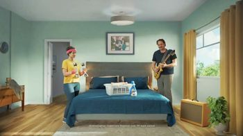 Snuggle SuperCare TV Spot, 'Looking Newer for a Long Time' - Thumbnail 4