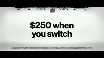 Verizon TV Spot, 'Unlimited Built Right: Apple Music, Two iPhone 11, $250 Switcher' - Thumbnail 9