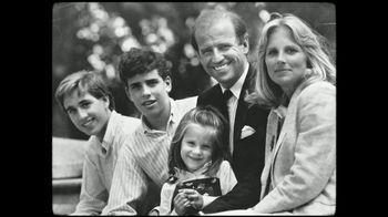 Biden for President TV Spot, 'Hombre de bien' [Spanish] - Thumbnail 2
