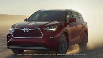 2020 Toyota Highlander Hybrid TV Spot, 'Rocket' Song by Woodkid [T1] - Thumbnail 3