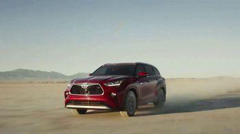 2020 Toyota Highlander Hybrid TV Spot, 'Rocket' Song by Woodkid [T1] - Thumbnail 9