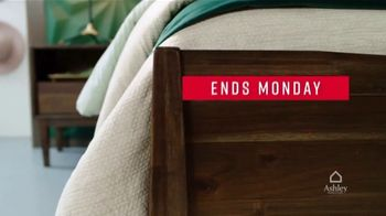 Ashley HomeStore Labor Day Sale TV Spot, 'Final Days: 25% Off and Financing' - Thumbnail 3
