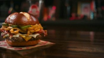Wendy's Pretzel Bacon Pub Cheeseburger TV Spot, 'Nothing Will Distract You' - Thumbnail 4