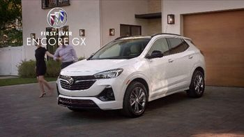 Buick Sign & Drive TV Spot, 'Surprise Dinner Party' Song by Matt and Kim [T2] - Thumbnail 5