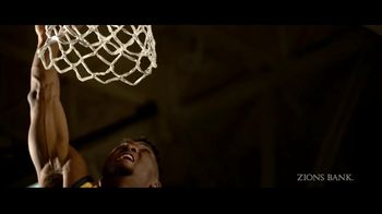 Zions Bank TV Spot, 'In Flight' Featuring Donovan Mitchell, Song by Michael Shynes - Thumbnail 5