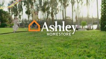 Ashley HomeStore Stars and Stripes Sale TV Spot, 'Zero Percent Financing or 25 Percent Off' - Thumbnail 1