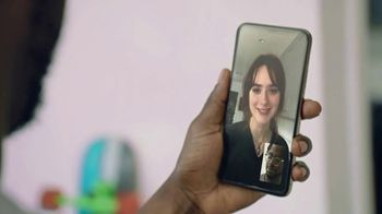 T-Mobile TV Spot, 'Una red asombrosa' [Spanish] - Thumbnail 6