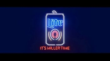 Miller Lite TV Spot, 'Hanging by the Pool' Song by Khruangbin - Thumbnail 4