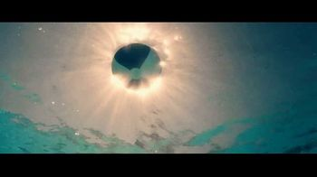Miller Lite TV Spot, 'Hanging by the Pool' Song by Khruangbin - Thumbnail 1