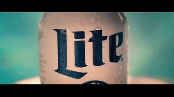 Miller Lite TV Spot, 'Hanging by the Pool' Song by Khruangbin - Thumbnail 3