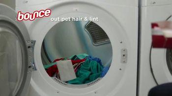 Bounce Pet Hair & Lint Guard TV Spot, 'Repel Pet Hair' - Thumbnail 7