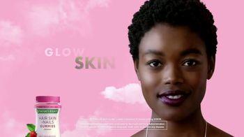 Nature's Bounty Hair, Skin & Nails Gummies TV Spot, 'Ready to Shine' - Thumbnail 7