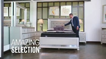 Rooms to Go Mattress Month TV Spot, 'Something for Everyone' Featuring Jesse Palmer - Thumbnail 7