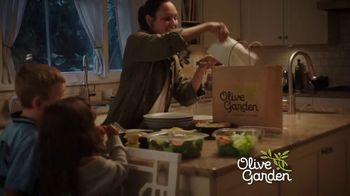 Olive Garden Buy One Take One ToGo TV Spot, 'La noche en casa: Delivery gratis' [Spanish] - Thumbnail 4
