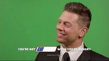 Snickers TV Spot, 'WWE Fan Favorite Commercials: Woo' Featuring Charlotte Flair, Gregory Mizanin - Thumbnail 9