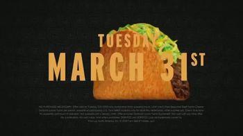 Taco Bell TV Spot, 'Hugs: Free Doritos Locos Taco' - Thumbnail 4