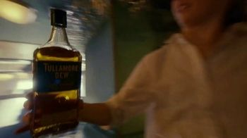 Tullamore Dew TV Spot, 'The Beauty of the Blend: Bottle Pass' - Thumbnail 4