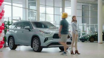 2020 Toyota Highlander TV Spot, 'Highlander Five' [T2] - Thumbnail 7
