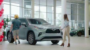 2020 Toyota Highlander TV Spot, 'Highlander Five' [T2] - Thumbnail 8