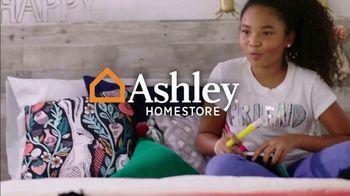 Ashley HomeStore Friends & Family Sale TV Spot, '25%: Hot Buys' - Thumbnail 1