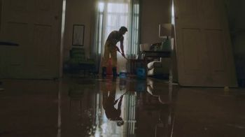 Clorox TV Spot, 'Cruz Roja' [Spanish] - Thumbnail 6