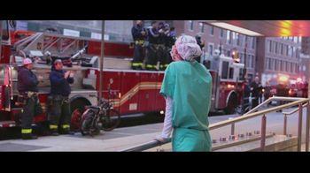 Verizon TV Spot, 'Helping Those Who Serve, Nurses, First Responders, Teachers, & Military' - Thumbnail 4