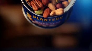 Planters Deluxe Mixed Nuts TV Spot, 'For the Cravers' - Thumbnail 2