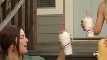 Sonic Drive-In Toasted S'mores Shake TV Spot, 'CMT: Being a Friend' Featuring Cassadee Pope, Lindsay Ell - Thumbnail 7