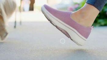 SKECHERS Arch Fit TV Spot, 'Estrés en los pies' [Spanish] - Thumbnail 4