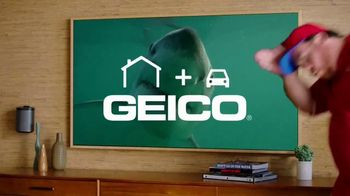 GEICO TV Spot, 'Discovery Channel: Shark Week: Pizza Delivery Guy' - Thumbnail 10